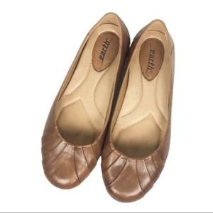 Earth Bellweather Almond round toe flats
